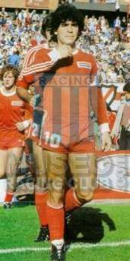 ArgentinosJrs_1980_Home_Adidas_Austral_18vaFechaMetrovsRiverPlate_ML_10_DiegoMaradona_jugador_30