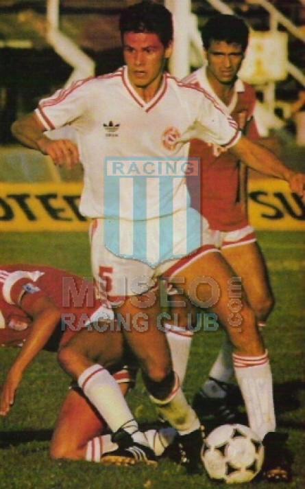 Argentinos_1988-89_Away_Adidas_MC_5_Redondo_jugador_02