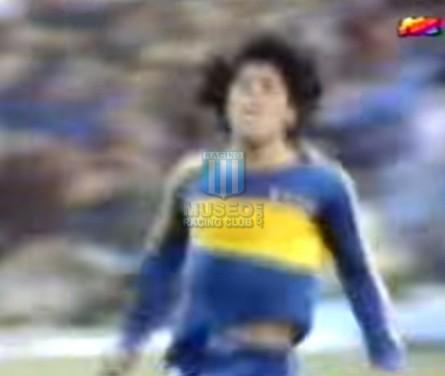 BocaJuniors_1981_Home_Adidas_24taFechaTorneoMetropolitanovsSanLorenzo_Campeon_ST_ML_10_DiegoMaradona_jugador_02