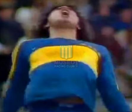 BocaJuniors_1981_Home_Adidas_24taFechaTorneoMetropolitanovsSanLorenzo_Campeon_ST_ML_10_DiegoMaradona_jugador_03
