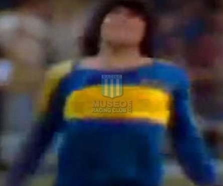 BocaJuniors_1981_Home_Adidas_24taFechaTorneoMetropolitanovsSanLorenzo_Campeon_ST_ML_10_DiegoMaradona_jugador_05