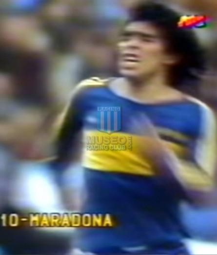 BocaJuniors_1981_Home_Adidas_24taFechaTorneoMetropolitanovsSanLorenzo_Campeon_ST_ML_10_DiegoMaradona_jugador_15
