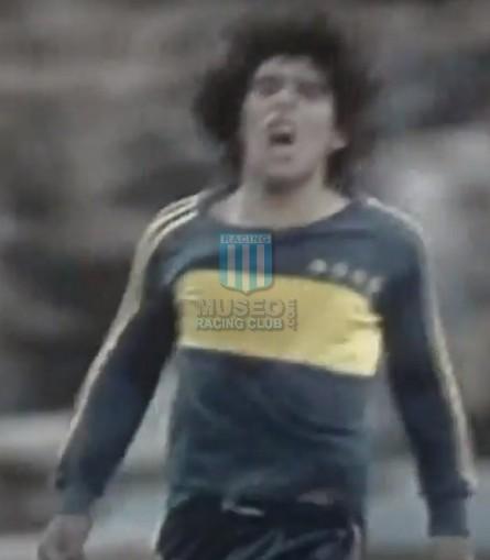 BocaJuniors_1981_Home_Adidas_24taFechaTorneoMetropolitanovsSanLorenzo_Campeon_ST_ML_10_DiegoMaradona_jugador_27