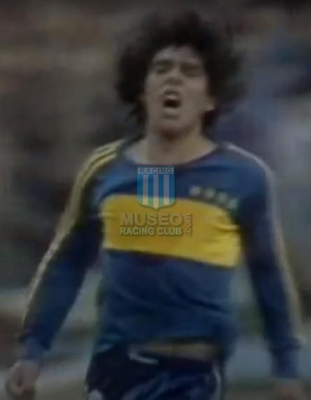 BocaJuniors_1981_Home_Adidas_24taFechaTorneoMetropolitanovsSanLorenzo_Campeon_ST_ML_10_DiegoMaradona_jugador_31