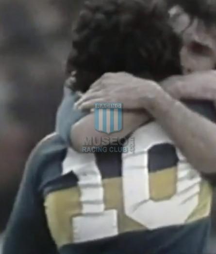 BocaJuniors_1981_Home_Adidas_24taFechaTorneoMetropolitanovsSanLorenzo_Campeon_ST_ML_10_DiegoMaradona_jugador_36