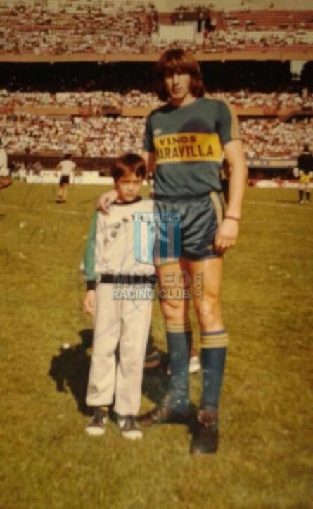 BocaJuniors_1981_Home_Adidas_24taFechaTorneoMetropolitanovsSanLorenzo_Campeon_ST_ML_10_DiegoMaradona_jugador_39