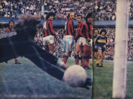 BocaJuniors_1981_Home_Adidas_24taFechaTorneoMetropolitanovsSanLorenzo_Campeon_ST_ML_10_DiegoMaradona_jugador_41