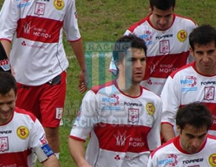 DeportivoMoron_2008-09_Home_Topper_BingoMoron-5Hispanos-Medic_MC_2_IgnacioCelaya_jugador_01