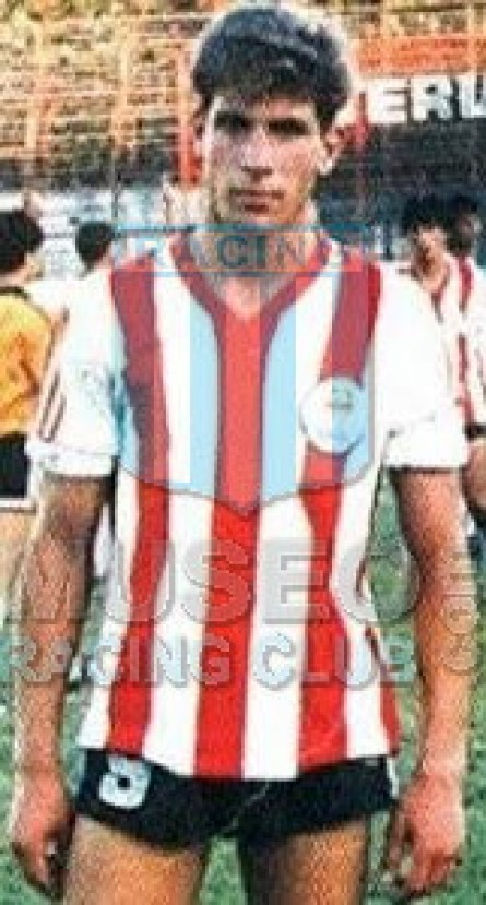 Estudiantes_1989-90_Home_Adidas_ML_7_HectorVargas_jugador_01