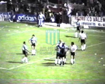 EstudiantesLP_1989_Home_Adidas_LoteriaDeLaProvincia_SupercopavsGremio-Vuelta_MC_15_NestorCraviotto_jugador_01