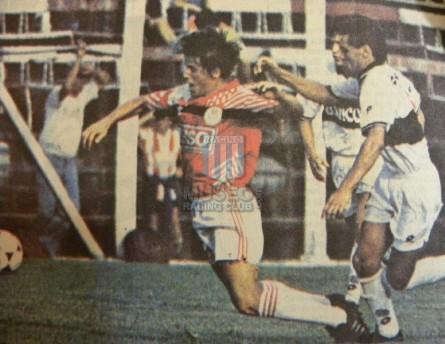 EstudiantesLP_1994_Away_Adidas_Esso_FriendlyvsOlimpia_MC_6_EdgardoPratola_jugador_01