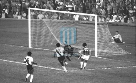 Fluminense_1975_Home_MalhariaDoria_MC_10_Rivelino_jugador_01