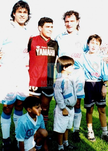 Newells_1993_Home_Adidas_Yamaha_AP93vsBelgrano_PT_MC_10_DiegoMaradona_jugador_05