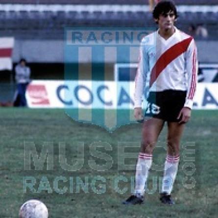 RiverPlate_1984_Home_Adidas_TorneoNacional-Metropolitano_ML_10_EnzoFrancescoli_jugador_01