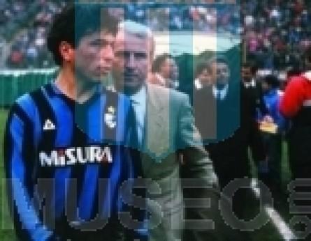 Internazionale_1987-88_Home_LeCoqSportif_Misura_SerieA-UEFACup_ML_6_DanielPassarella_jugador_01