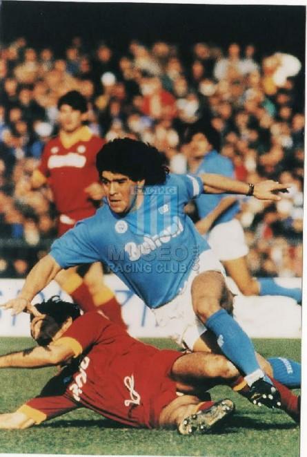Napoli_1985-86_Home_NR_Buitoni_MC_10_DiegoMaradona_jugador_01