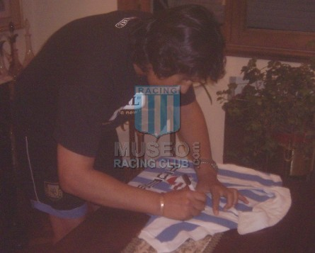 Racing_1985_Home_Uribarri_Fides_MC_8_Ortiz_firma_jugador_04