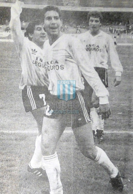 Racing_1989-90_Home_Adidas_IncaSeguros_1raRonda_ML_10_HugoPerez_jugador_01