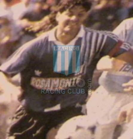 Racing_1992-93_Away_Rosamonte_4_Reinoso_jugador_02[1]
