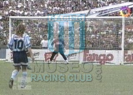 Racing_1995_Home_Adidas_Multicanal_MC_10_DeVicente_jugador_02