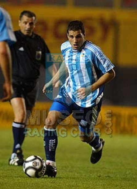 Racing_2002_Home_Topper_MC_19_MarianoGonzalez_jugador_01