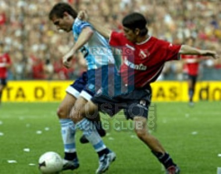 Racing_2003_Home_Topper_Petrobras_AP03vsIndependiente_ST_MC_22_MaximilianoEstevez_jugador_03