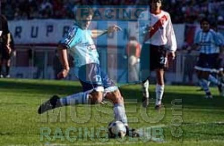 Racing_2003_Home_Topper_Petrobras_CL03vsRiverPlate_MC_3_GuillermoRivarola_jugador_01