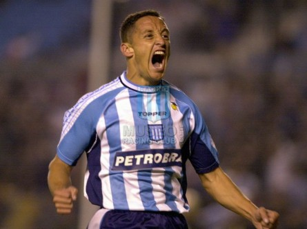 Racing_2003_Home_Topper_Petrobras_MC_12_Rueda_jugador_01