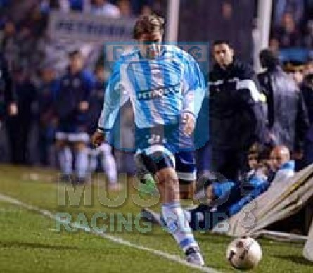 Racing_2003_Home_Topper_Petrobras_ML_20_Casas_jugador_01