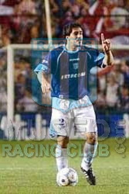 Racing_2004_Away3rd_Topper_Petrobras_MC_2_Grabinski_jugador_01