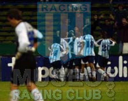 Racing_2004-05_Home_Petrobras_10_Fernandez_jugador_02