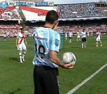 Racing_2012_Away_Olympikus_BH_IN12vsRiverPlate_PT_MC_19_FernandoOrtiz_jugador_02