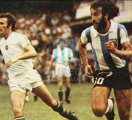 Argentina_1977_Home_Uribarri_FriendlyvsHungary_MC_3_JorgeCarrascosa_jugador_07