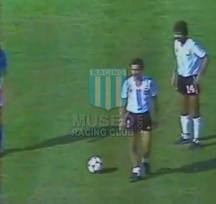Argentina_1982_Home_LeCoqSportif_SpainWCvsItaly_ST_MC_14_JorgeOlguin_jugador_01