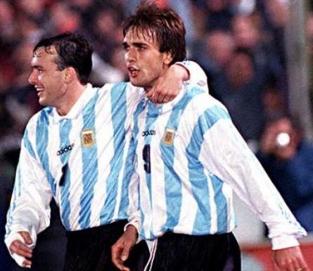 Argentina_1995_Home_Adidas_FriendlyvsAustralia_ML_Equipo_jugador_01