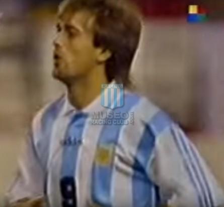 Argentina_1995_Home_Adidas_FriendlyvsSpain_MC_9_GabrielBatistuta_jugador_01