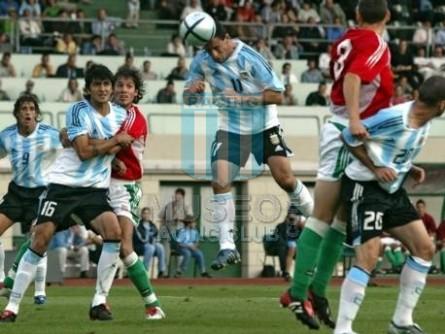 Argentina_2005_Home_Adidas_FriendlyvsHungria_MC_16_LuisGonzalez_jugador_01
