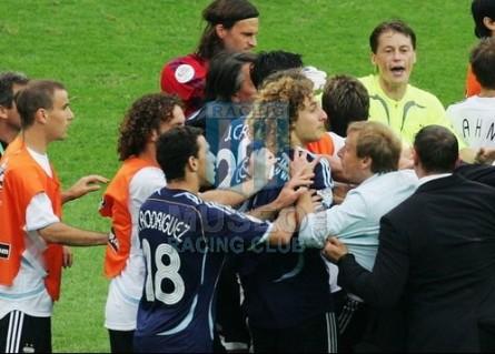 Argentina_2006_Pechera_Orange_GermanyWorldCup_jugador_01
