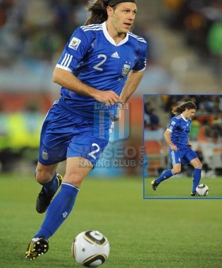 Argentina_2010_Away_Adidas_SouthAfricaWCvsGrecce_TECHFIT_MC_2_MartinDemichelis_jugador_01